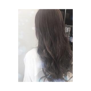 外国人風 セミロング アッシュベージュ 暗髪 ヘアスタイルや髪型の写真・画像