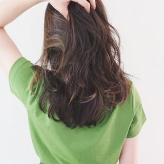 外国人風カラー コントラストハイライト ナチュラル 地毛ハイライト ヘアスタイルや髪型の写真・画像