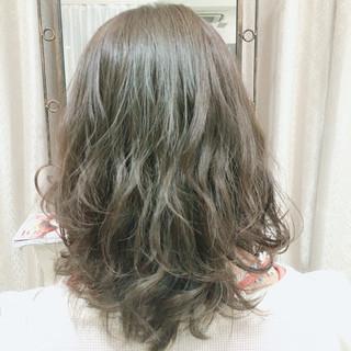 アッシュ 編み込み グレージュ ラフ ヘアスタイルや髪型の写真・画像