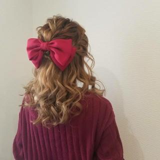 ガーリー ヘアアレンジ 編み込み セミロング ヘアスタイルや髪型の写真・画像