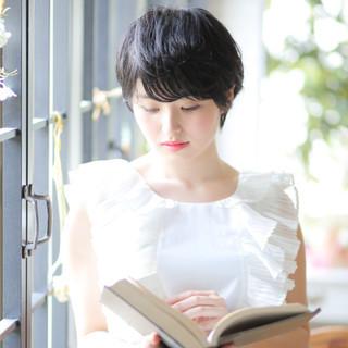 ショート デート 暗髪 グレー ヘアスタイルや髪型の写真・画像 ヘアスタイルや髪型の写真・画像