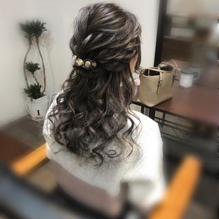 セミロング フェミニン ハーフアップ ヘアアレンジ ヘアスタイルや髪型の写真・画像