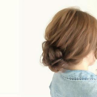 ミディアム シニヨン ヘアアレンジ ナチュラル ヘアスタイルや髪型の写真・画像