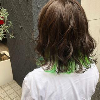 ミディアム グリーン インナーカラー グラデーションカラー ヘアスタイルや髪型の写真・画像