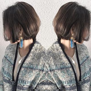 グレージュ ナチュラル アッシュ グラデーションカラー ヘアスタイルや髪型の写真・画像