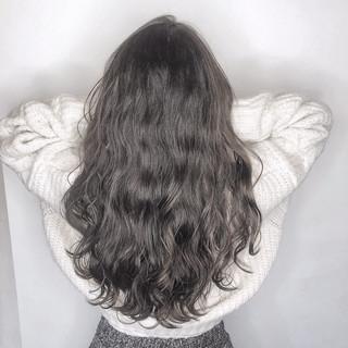 グレージュ セミロング ダークグレー アッシュグレー ヘアスタイルや髪型の写真・画像