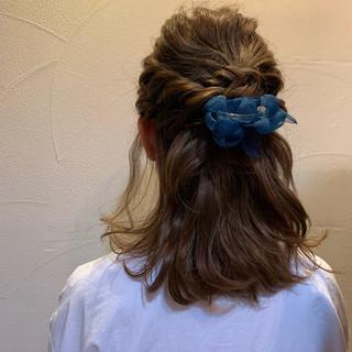 ナチュラル セミロング 簡単ヘアアレンジ ヘアアレンジ ヘアスタイルや髪型の写真・画像