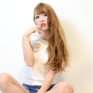 ヘアアレンジ 外国人風 ハイトーン 波ウェーブ ヘアスタイルや髪型の写真・画像 ヘアスタイルや髪型の写真・画像