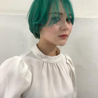 ブルー ダブルカラー グリーン モード ヘアスタイルや髪型の写真・画像