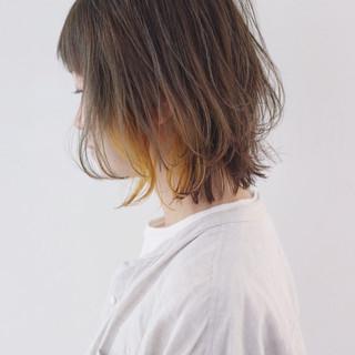 グレージュ 外ハネ インナーカラー ナチュラル ヘアスタイルや髪型の写真・画像