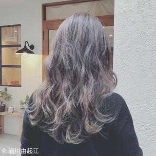 アンニュイほつれヘア エレガント グラデーションカラー 大人かわいい ヘアスタイルや髪型の写真・画像 ヘアスタイルや髪型の写真・画像