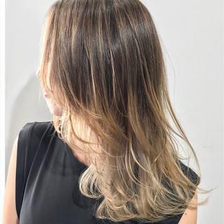 ウルフカット ミディアム モード ベージュ ヘアスタイルや髪型の写真・画像