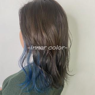 ストリート インナーブルー ミディアム インナーカラー ヘアスタイルや髪型の写真・画像