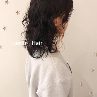無造作パーマ ストリート ミディアム パーマ ヘアスタイルや髪型の写真・画像