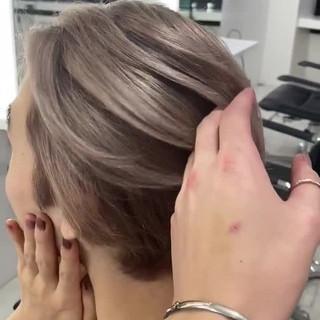 ミルクティーベージュ ベージュ ブリーチ アッシュベージュ ヘアスタイルや髪型の写真・画像