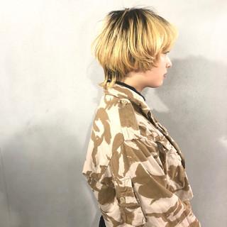 ナチュラル マッシュ ブロンドカラー マッシュウルフ ヘアスタイルや髪型の写真・画像