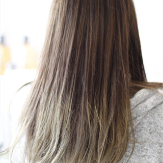 グラデーションカラー ストリート アッシュグレージュ アッシュ ヘアスタイルや髪型の写真・画像