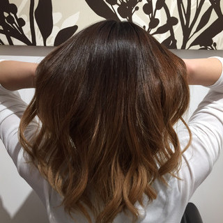 ウェーブ グラデーションカラー カール ゆるふわ ヘアスタイルや髪型の写真・画像