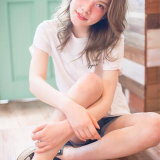 アッシュ 大人かわいい 抜け感 ナチュラル ヘアスタイルや髪型の写真・画像