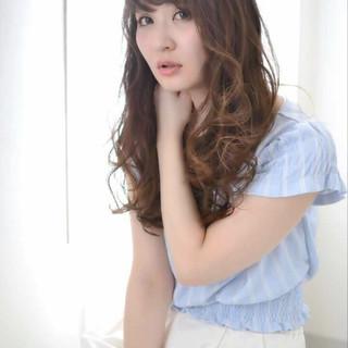 ロング 大人かわいい 外国人風 ブラウン ヘアスタイルや髪型の写真・画像 ヘアスタイルや髪型の写真・画像