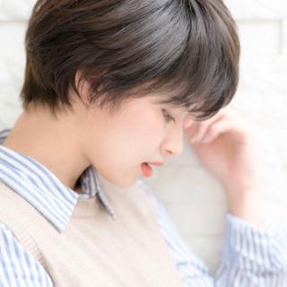 ショート アッシュグレー 黒髪 ナチュラル ヘアスタイルや髪型の写真・画像