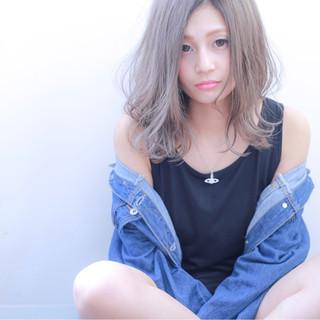 ストリート グレーアッシュ 外国人風カラー セミロング ヘアスタイルや髪型の写真・画像