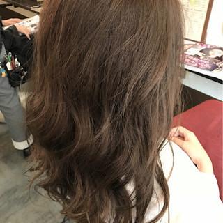 ロング グレージュ 外国人風 ナチュラル ヘアスタイルや髪型の写真・画像 ヘアスタイルや髪型の写真・画像