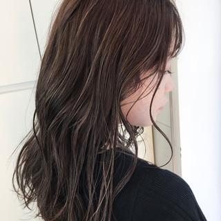 コントラストハイライト セミロング ストリート ラベンダーアッシュ ヘアスタイルや髪型の写真・画像