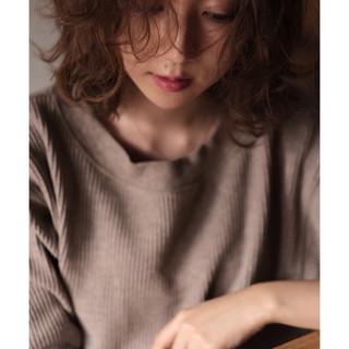 フェミニン ウェーブ ゆるふわ ミディアム ヘアスタイルや髪型の写真・画像