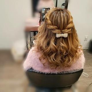 ミディアム フェミニン ハーフアップ ガーリー ヘアスタイルや髪型の写真・画像