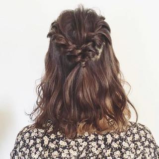 パーマ フェミニン 簡単ヘアアレンジ ヘアアレンジ ヘアスタイルや髪型の写真・画像 ヘアスタイルや髪型の写真・画像
