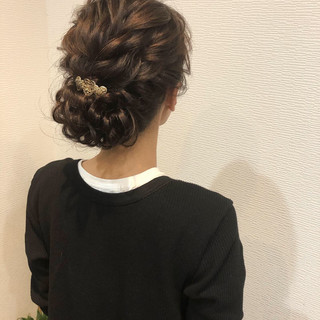 ヘアセット ねじり アップ セミロング ヘアスタイルや髪型の写真・画像