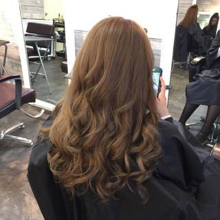 ベージュ 渋谷系 外国人風 巻き髪 ヘアスタイルや髪型の写真・画像 ヘアスタイルや髪型の写真・画像