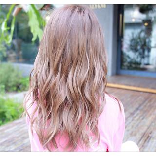 セミロング フェミニン 外国人風 アッシュ ヘアスタイルや髪型の写真・画像