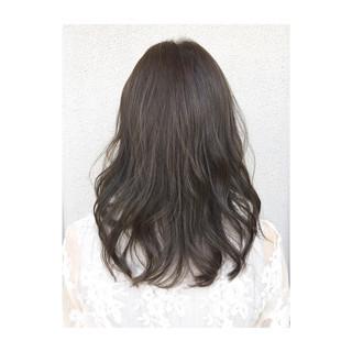 ウェーブ セミロング デート グレージュ ヘアスタイルや髪型の写真・画像