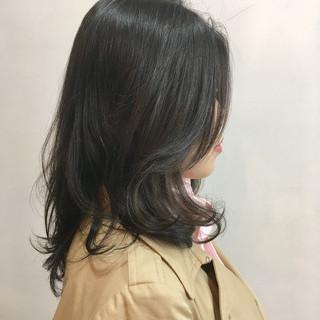 大人カジュアル ゆるふわパーマ ミディアム レイヤー ヘアスタイルや髪型の写真・画像