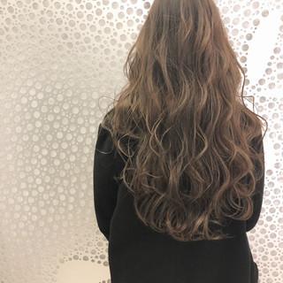 ダメージレス フェミニン ミルクティーグレージュ グレージュ ヘアスタイルや髪型の写真・画像