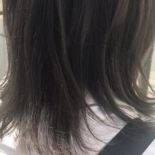 夏 外ハネ 涼しげ アッシュ ヘアスタイルや髪型の写真・画像