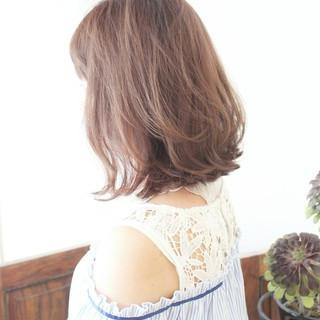 アンニュイほつれヘア インナーカラー ハイトーンカラー ガーリー ヘアスタイルや髪型の写真・画像