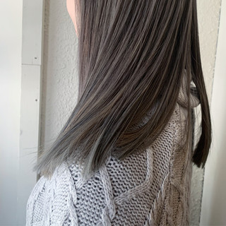 ロング ブリーチ アッシュグレージュ グレージュ ヘアスタイルや髪型の写真・画像