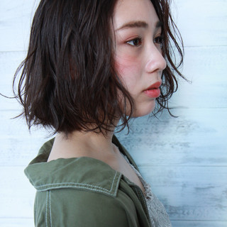 パーマ 透明感カラー ゆるふわパーマ 小顔ヘア ヘアスタイルや髪型の写真・画像