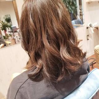大人かわいい グレージュ フェミニン ミディアム ヘアスタイルや髪型の写真・画像 ヘアスタイルや髪型の写真・画像