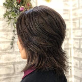 ミディアム レイヤーカット ナチュラル ミディアムレイヤー ヘアスタイルや髪型の写真・画像