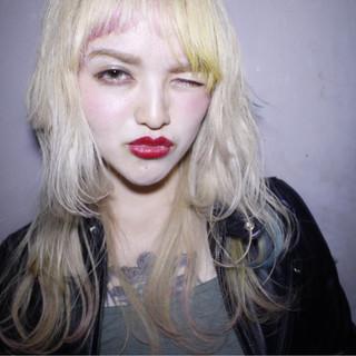 ガーリー ハイトーン セミロング 金髪 ヘアスタイルや髪型の写真・画像