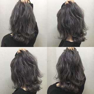 アッシュグレージュ 暗髪 外ハネ ナチュラル ヘアスタイルや髪型の写真・画像