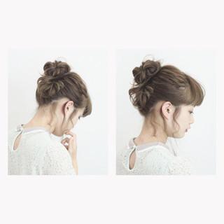 ラフ お団子 ヘアアレンジ ガーリー ヘアスタイルや髪型の写真・画像