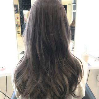 グレージュ フェミニン ロング ハイトーン ヘアスタイルや髪型の写真・画像