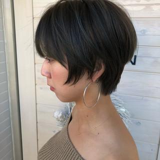 フェミニン 小顔 ショート かっこいい ヘアスタイルや髪型の写真・画像