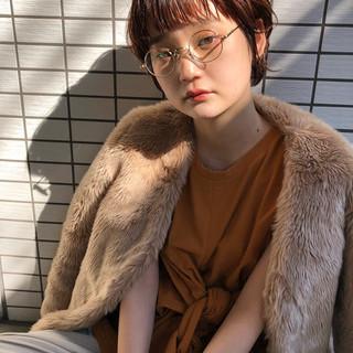 ショート 眼鏡 ゆるふわパーマ 耳かけ ヘアスタイルや髪型の写真・画像