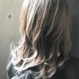 ガーリー ハイライト ミディアム アッシュ ヘアスタイルや髪型の写真・画像 ヘアスタイルや髪型の写真・画像
